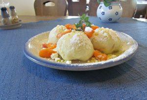 Meruňkové knedlíky (pěry)